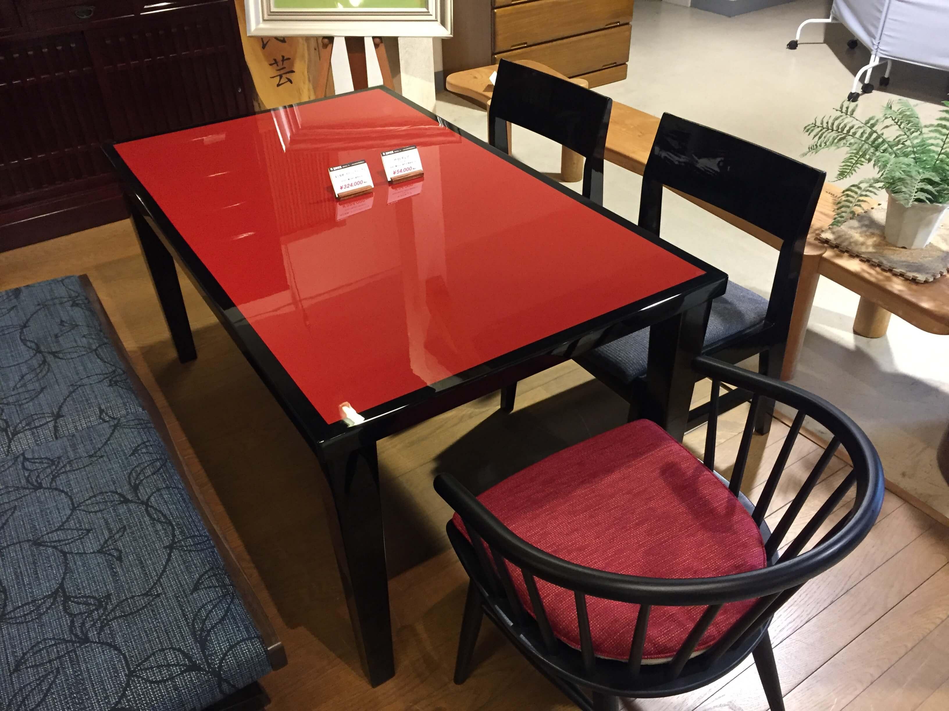 朱塗テーブル