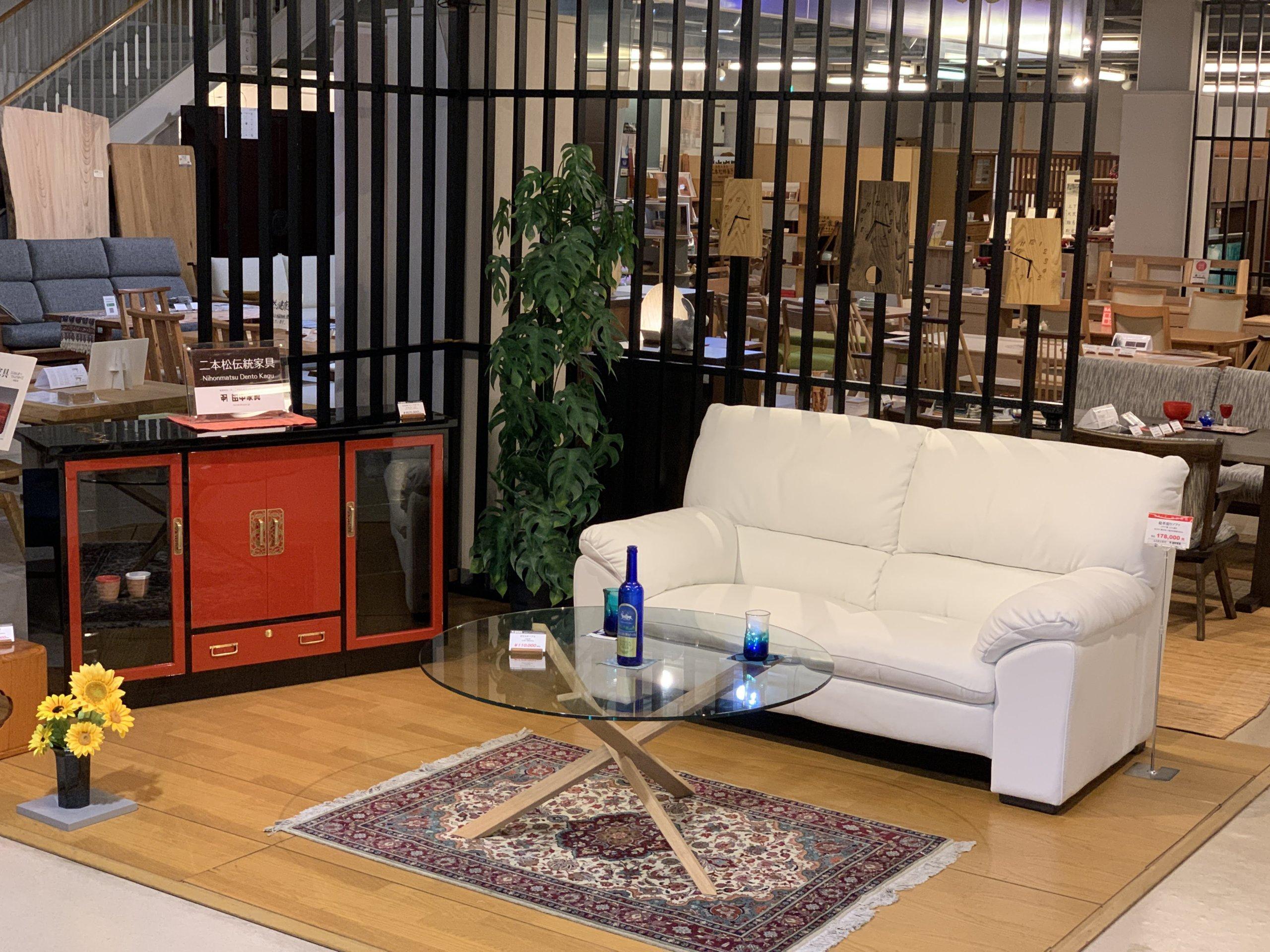 二本松伝統家具-45朱塗リビングボード 朱と黒 UV漆塗装