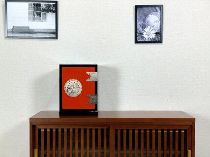 二本松伝統家具 – 朱塗手許箪笥 城家飾り 朱と黒