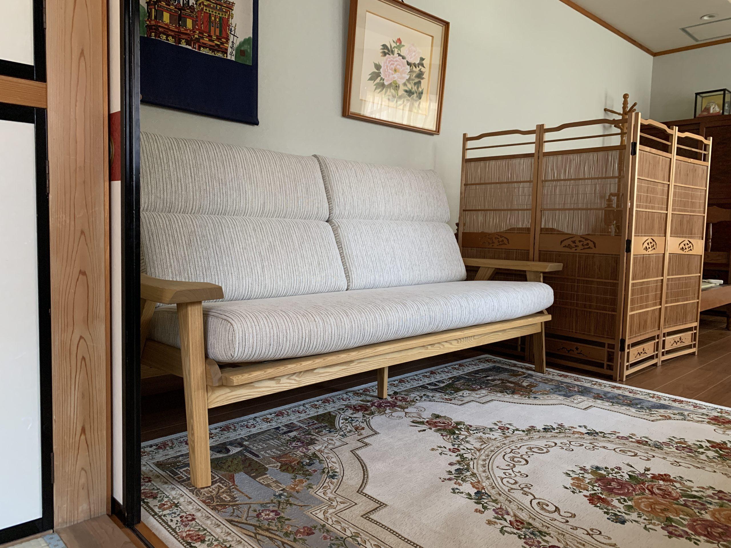 無垢材ウッドフレームのソファ