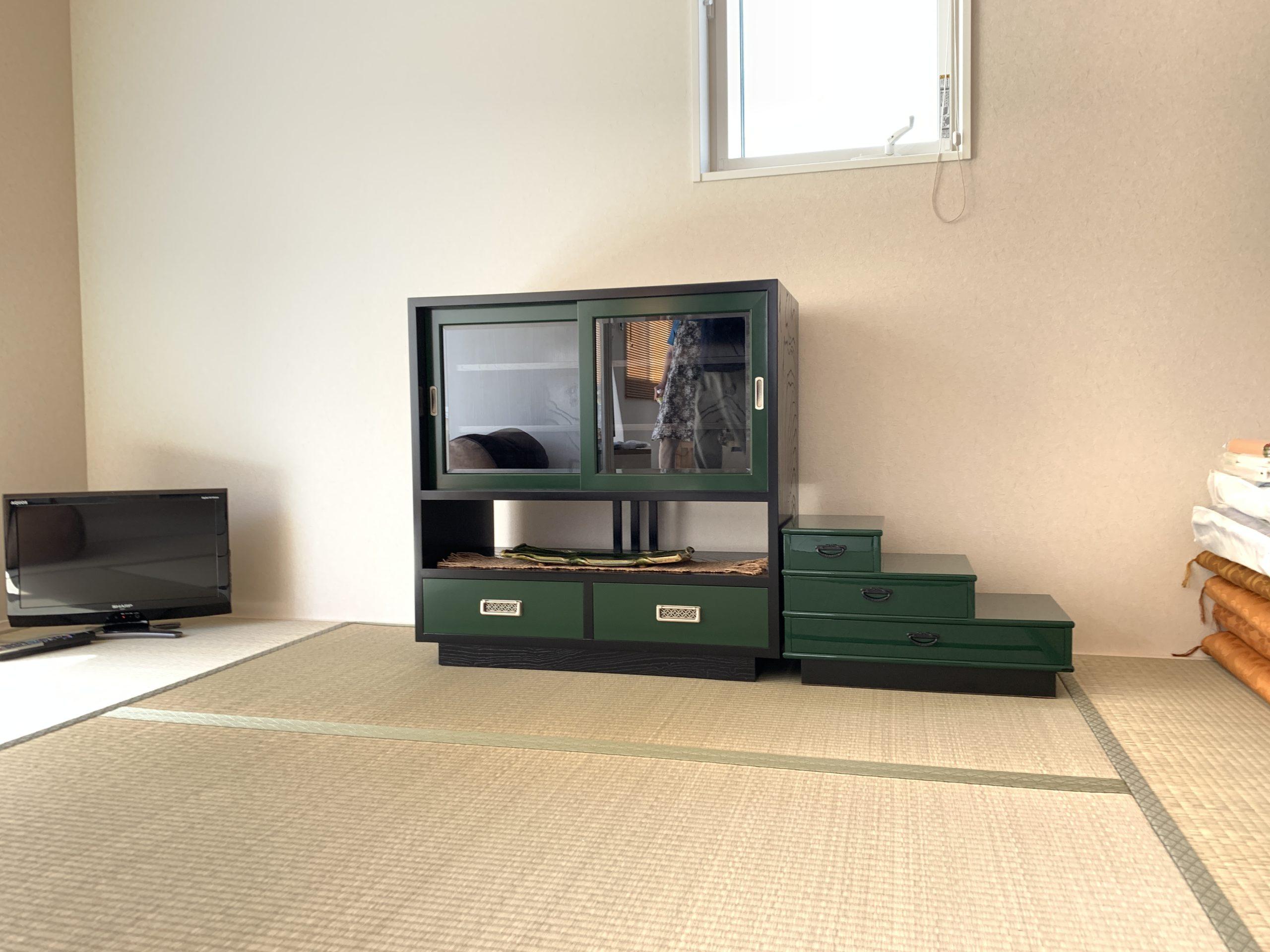 二本松伝統家具 グリーン&ブラックの飾棚&三段たんす